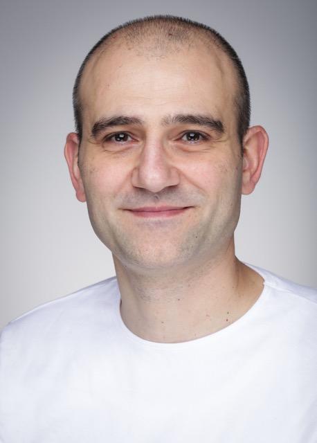 Nato e cresciuto in Sardegna, Christian si é trasferito in Germania nel 2006, alla ricerca della felicitá. Dopo diverse esperienze lavorative, ha deciso di mettersi in proprio nel ramo dell´E-Commerce. Le sue attivitá preferite sono la lettura e il Tennis-Tavolo