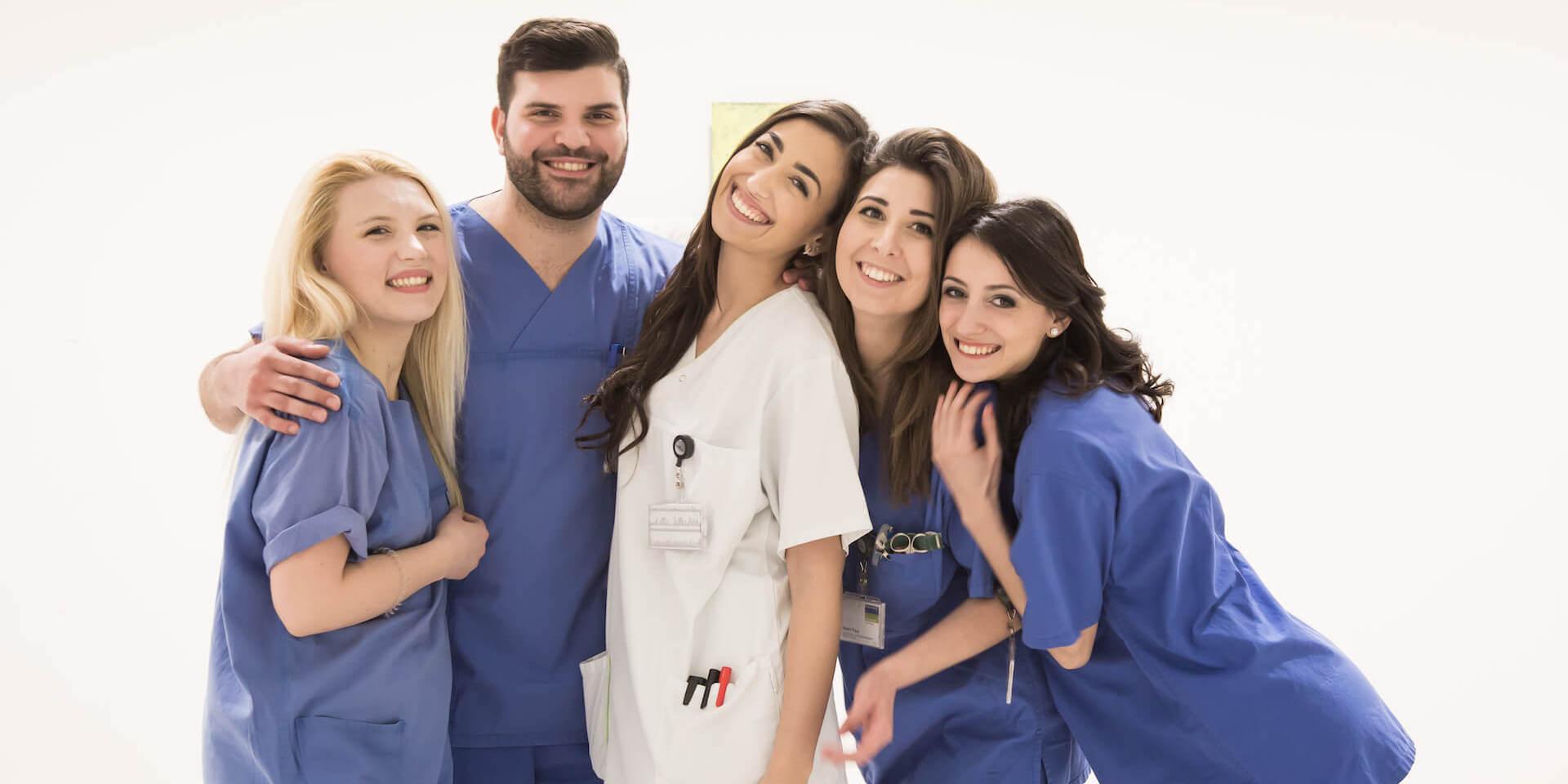 Arbeiten als Pflegefachfrau und Pflegefachmann in Deutschland - Enfermeiros para hospitais alemães - Work as a nurse and midwife in Germany - Lavorare come infermiere/a e ostetrica/o in Germania - Trabajar como enfermera/o en Alemania